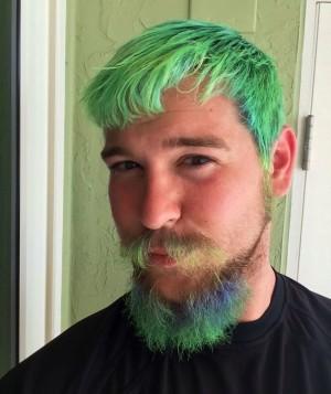 Нормально ли парню красить волосы