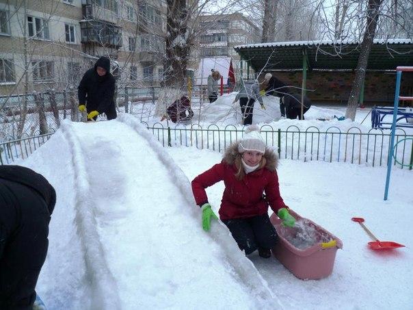 Как сделать горку для детей из снега