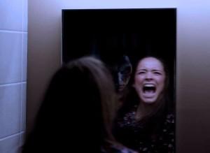 почему нельзя смотреть +в зеркало ночью