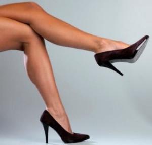 почему девушкам нельзя сидеть нога на ногу