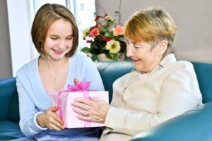 что можно подарить бабушке +от внучки;